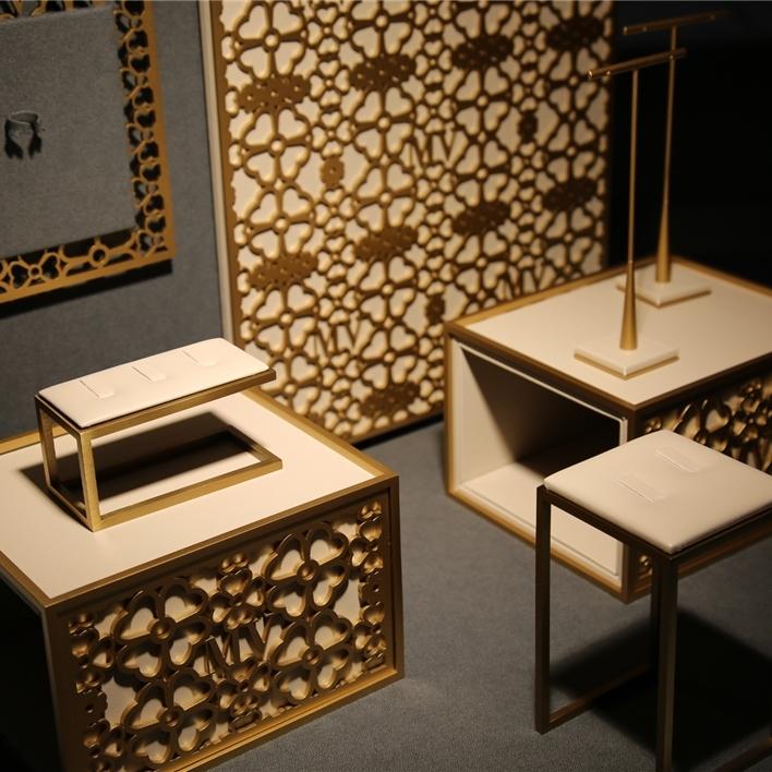 Displays set & Exhibitors - IMGT0182